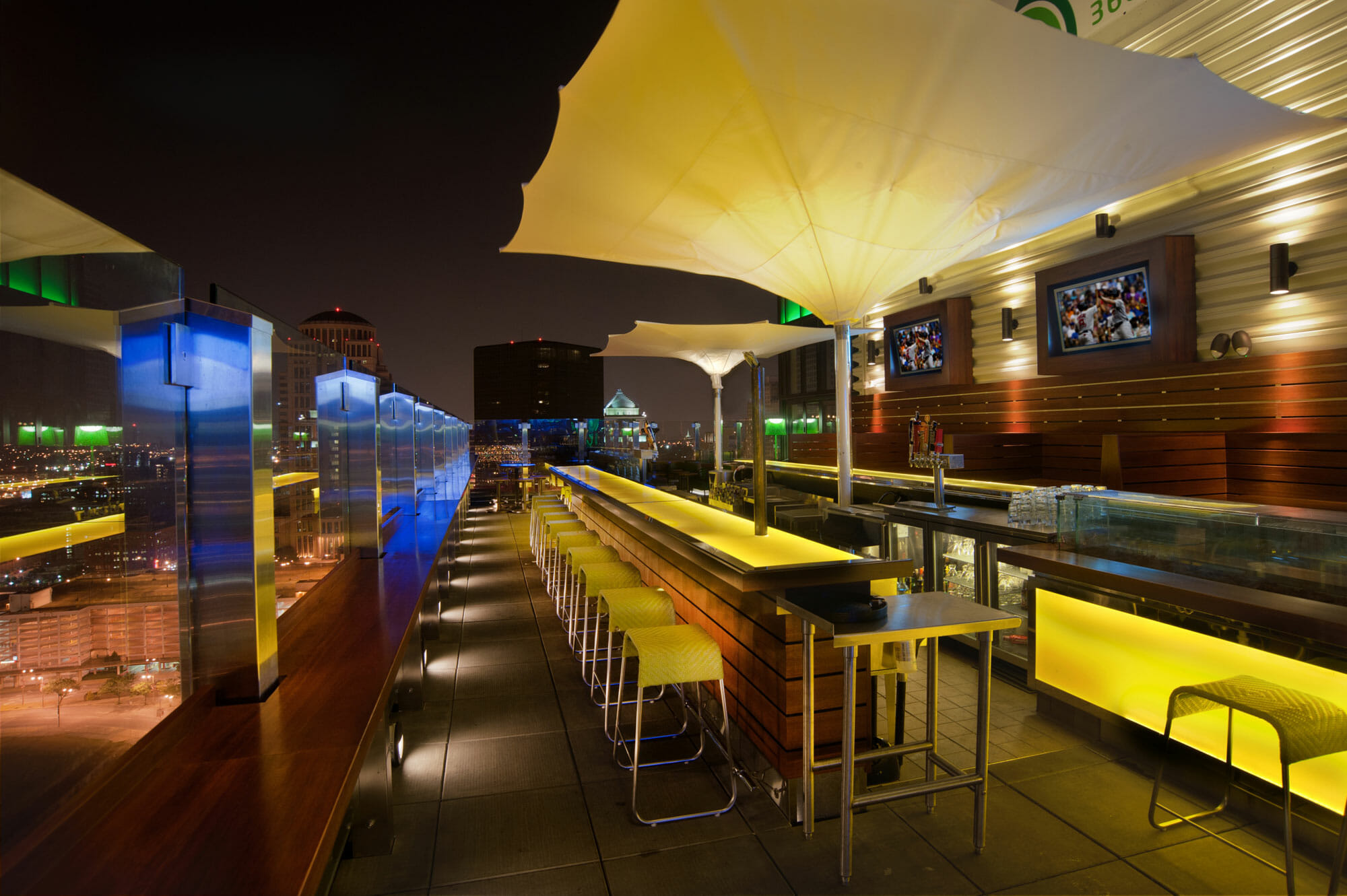 PARIC Corp. constructed a St. Louis rooftop bar in downtown St. Louis, MO